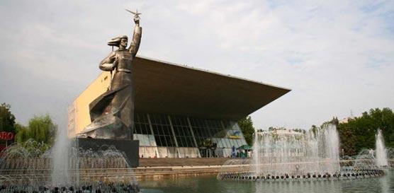 16-17 марта 2013 Краснодар, Россия  CACIB + САС + монопородные выставки / ShowLeader - поездки на выставки с собаками